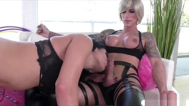 Sexy T-babe Nina Lawless gives.. big ass blowjob cumshot